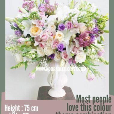 rangkaian bunga dalam vas